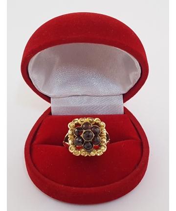 Złoty pierścionek - próba 585, zdobiony granatami
