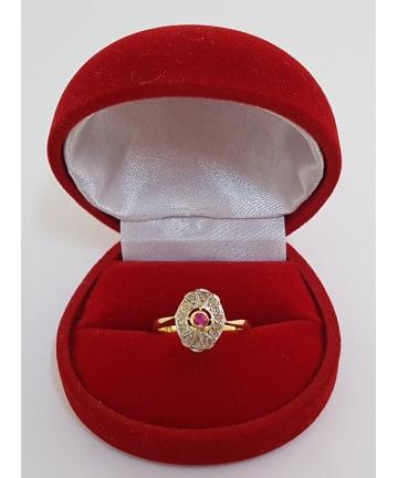 Złoty pierścionek - próba 750, zdobiony rubinem oraz diamentami z około 1930