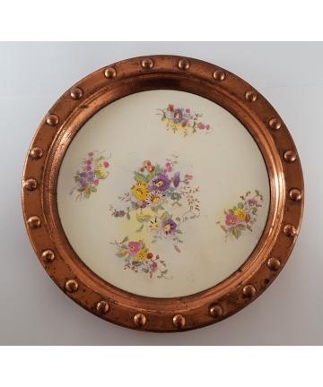 Patera zdobiona kwiatami okuta miedzią z XVIII wiek