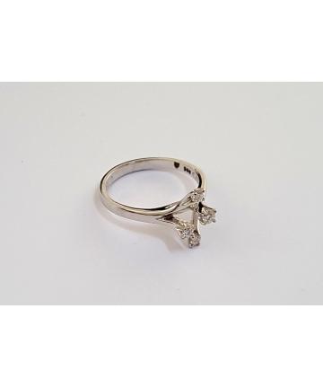 Złoty pierścionek w stylu Tiffany zdobiony brylantami 0,18 ct