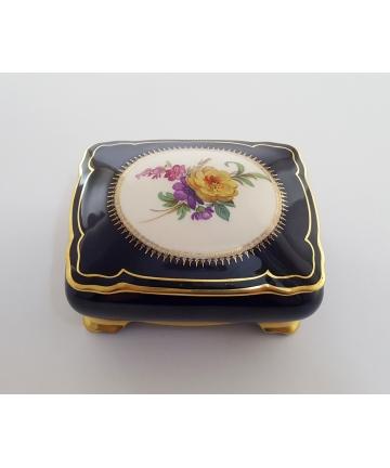 Porcelanowy pojemnik na biżuterię - sygnowany