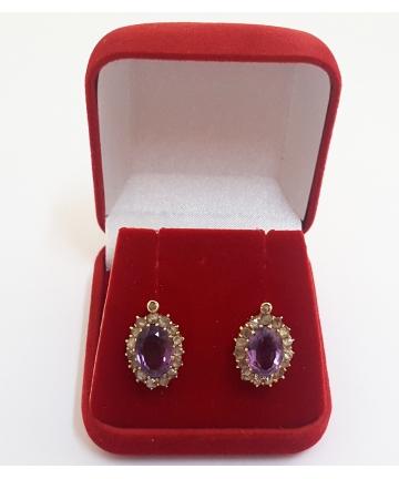 Złote kolczyki zdobione ametystami i diamentami w stylu Fabergre