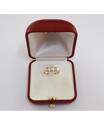Złoty pierścionek zdobiony brylantami 0,18 carata - CERTYFIKAT