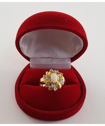 Złoty pierścionek z opalem...