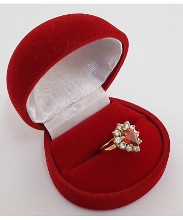 Złoty pierścionek zdobiny...