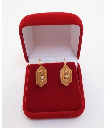 Złote kolczyki zdobione naturalnymi perłami z XIX wieku