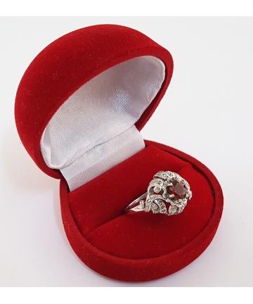 Złoty pierścionek z granatem 2,1 ct. oraz diamentami 0,35 ct