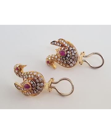 Złote kolczyki w stylu Cartier z brylantami oraz rubinami