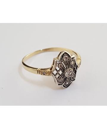 Złoty pierścionek zdobiony 7 brylantami łącznie około 0,18 ct
