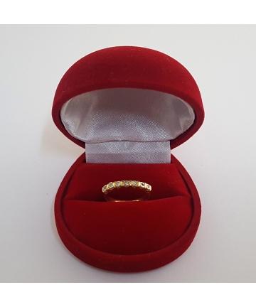 Złoty pierścionek zdobiony diamentami z lat 50-tych XX wieku, rozmiar 11