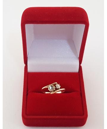 Złoty pierścionek z brylantem oraz rozetą diamentową - lata 20-te XX wieku, rozmiar 8