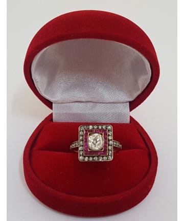 Pierścionek z lat 30 tych zdobiony brylantem 0,95 carata oraz rubinami, rozmiar 16
