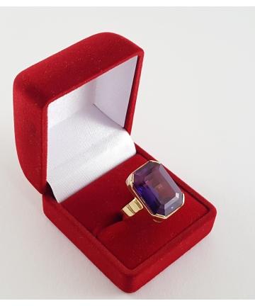 Złoty pierścionek z lat...