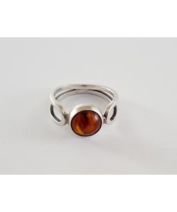 Srebrny pierścionek ORNO zdobiony naturalnym bursztynem bałtyckim z inkluzjami, rozmiar 18