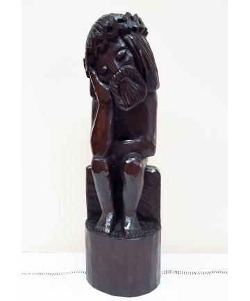 Rzeźba siedzącego Jezusa...