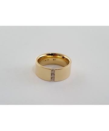 Złota obrączka zdobiona 3 brylantami łącznie ok. 0,17 ct, rozmiar 16