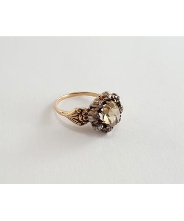 Wiedeński złoty pierścionek z XIX wieku, zdobiony rozetą diamentową 1,18 ct oraz diamentami 0,20 ct