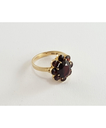 Złoty pierścionek zdobiony granatami z I połowy XX wieku, rozmiar 13