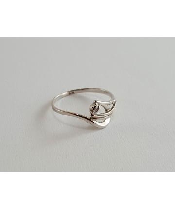 Złoty pierścionek próby 585 zdobiony diamentem 0,01 ct, rozmiar 10