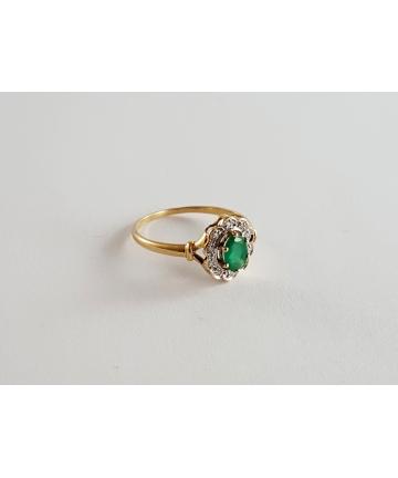 Złoty pierścionek zdobiony szmaragdem oraz diamentami, rozmiar 17,5