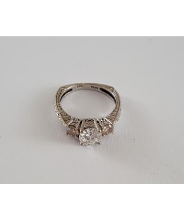 Złoty pierścionek w stylu...