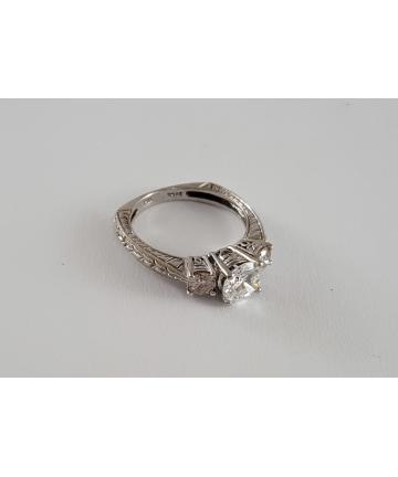 Złoty pierścionek w stylu Art deco, zdobiony brylantami 1,46 ct