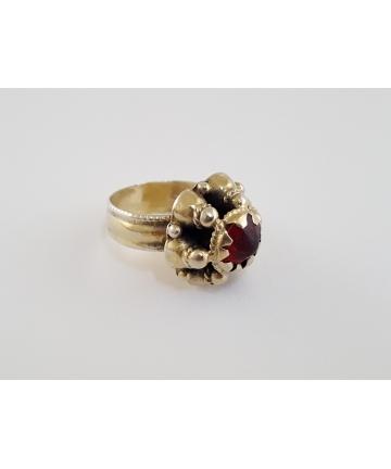 Srebrny pierścień z ozdobą...