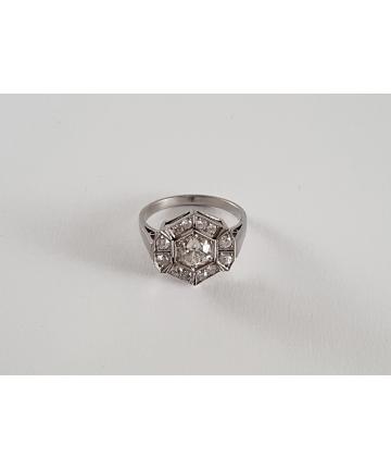 Platynowy pierścionek zdobiony brylantem 1 ct w starym szlifie oraz diamentami, rozmiar 14