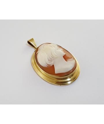 Złoty medalion Art Deco zdobiony kameą
