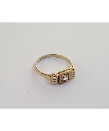 Złoty pierścionek Art Deco zdobiony brylantem 0,42 carata