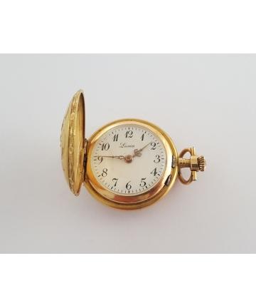 Złoty medalion z zegarkiem...
