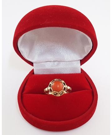 Złoty pierścionek (próba 4) zdobiony naturalnym koralem w stylu ORNO