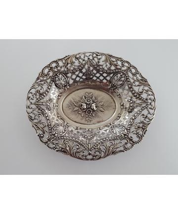 Srebrna Secesyjna patera zdobiona borówkami z XIX wieku - HANAU