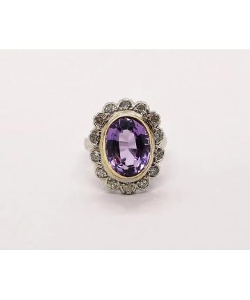Złoty pierścionek zdobiony ametystem i diamentami 0,55 ct z lat 30 tych XX wieku